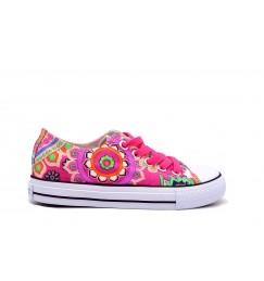 Para las niñas…. ¡Va de lonas, flores y color rosa!